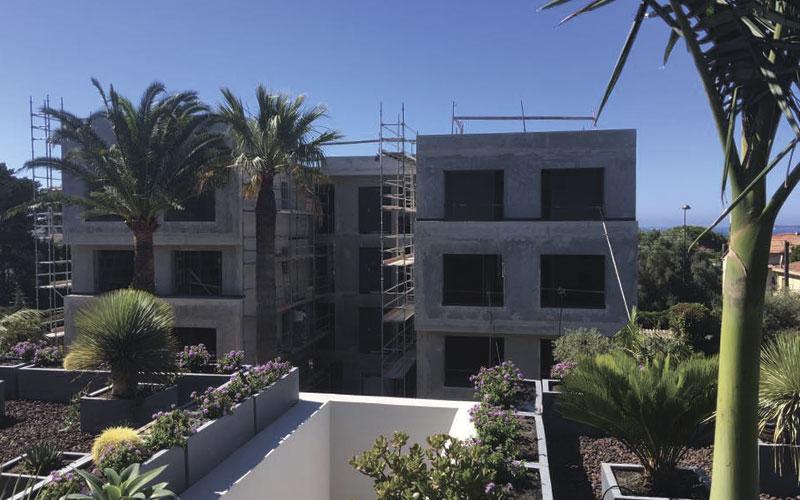 Bâtiment en cours de construction prévu pour le nettoyage