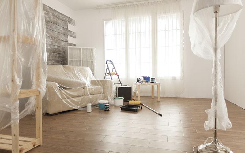 Appartement récemment rénové en cours de nettoyage