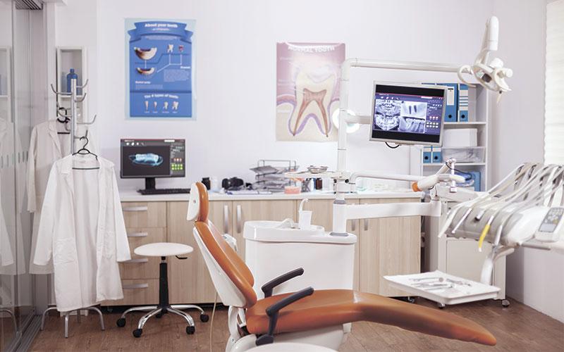 Cabinet de dentiste fraîchement nettoyé et désinfecté